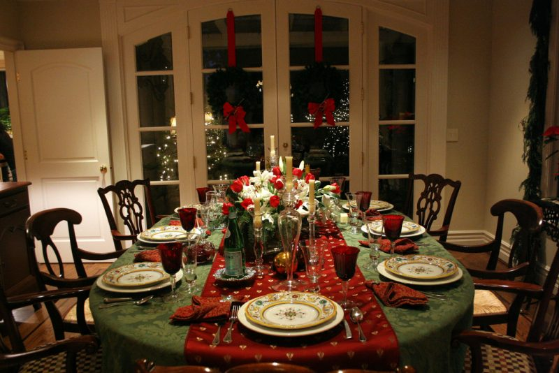 Christmas-Dinner-Setting-Yeah-Lifestyle-Take-Care-Elderly