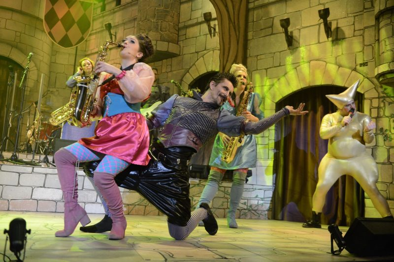 Robin-Hood-Babes-Panto-Stafford-Gatehouse-Theatre-Review