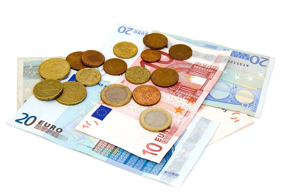 5 Ways To Look After Your Money When Travelling **