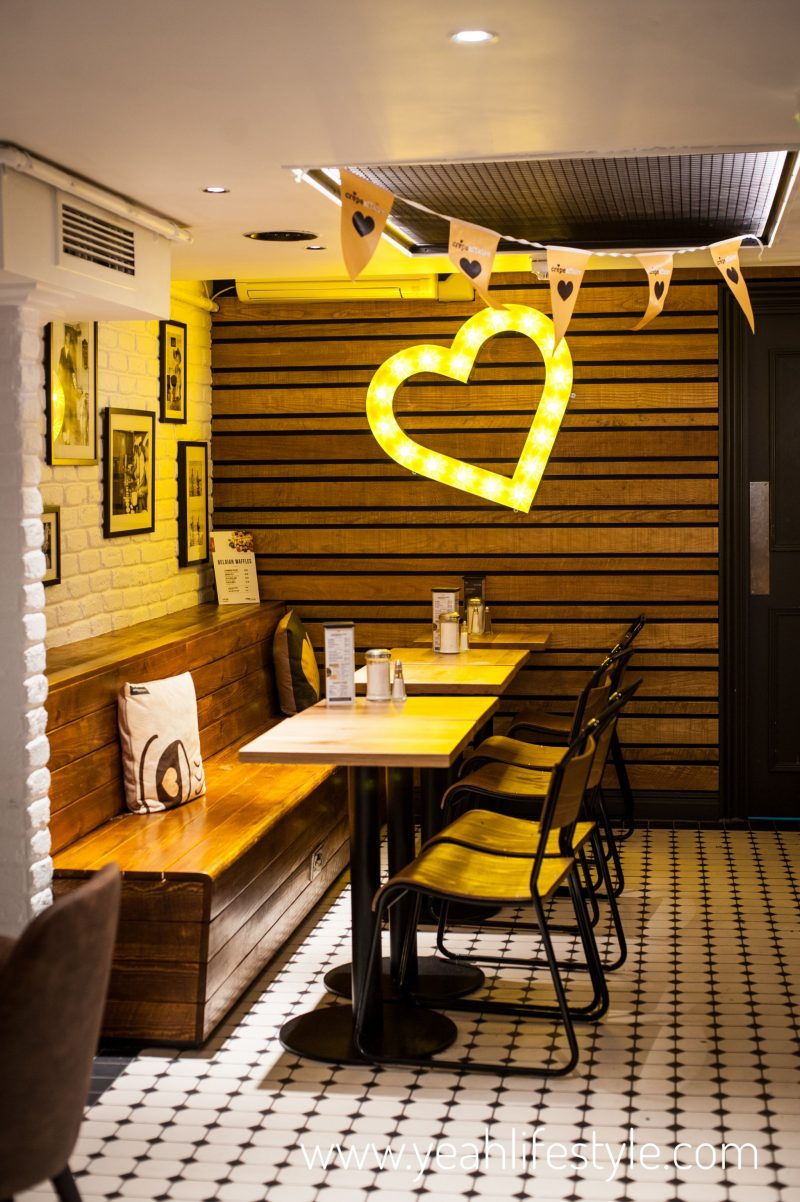 Crepeaffaire-Chester-Cheshire-Milkshake-Crepe-Heart-Lights-Interior-Blogger-Review