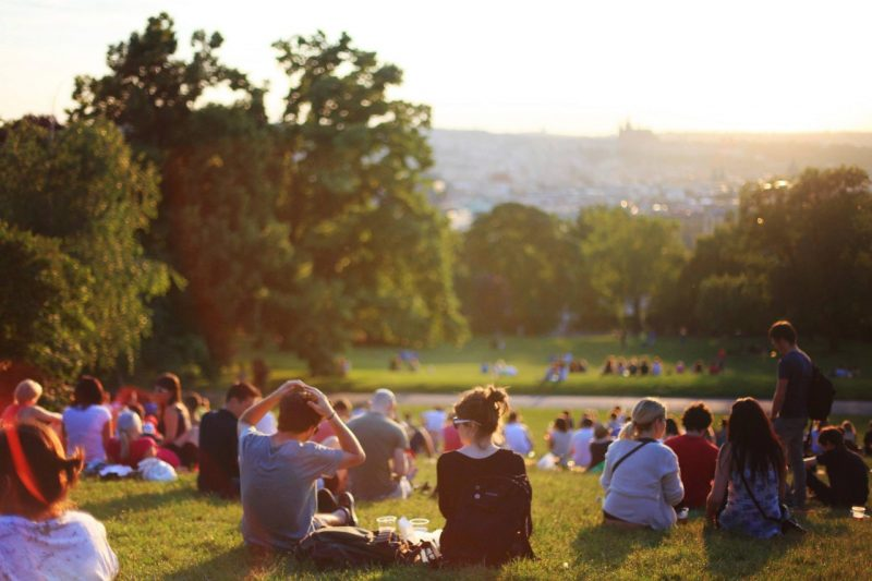Quick-London-Travel-Tips-group-park-people