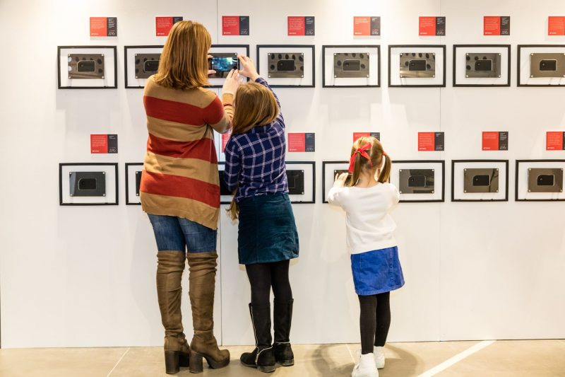 dotography-Worlds-First-Invisible-Photography-Exhibition-family