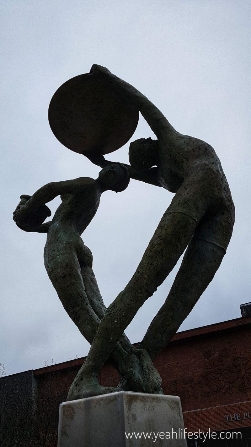 Hanley-Museum-Kids-Activity-Stokeontrent-Staffordshire-Blogger-Travel-Statue