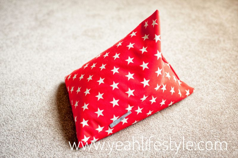 ipad-bean-bag-isabela-peters-review-gadget-yeah-lifestyle-uk-blogger-red-star