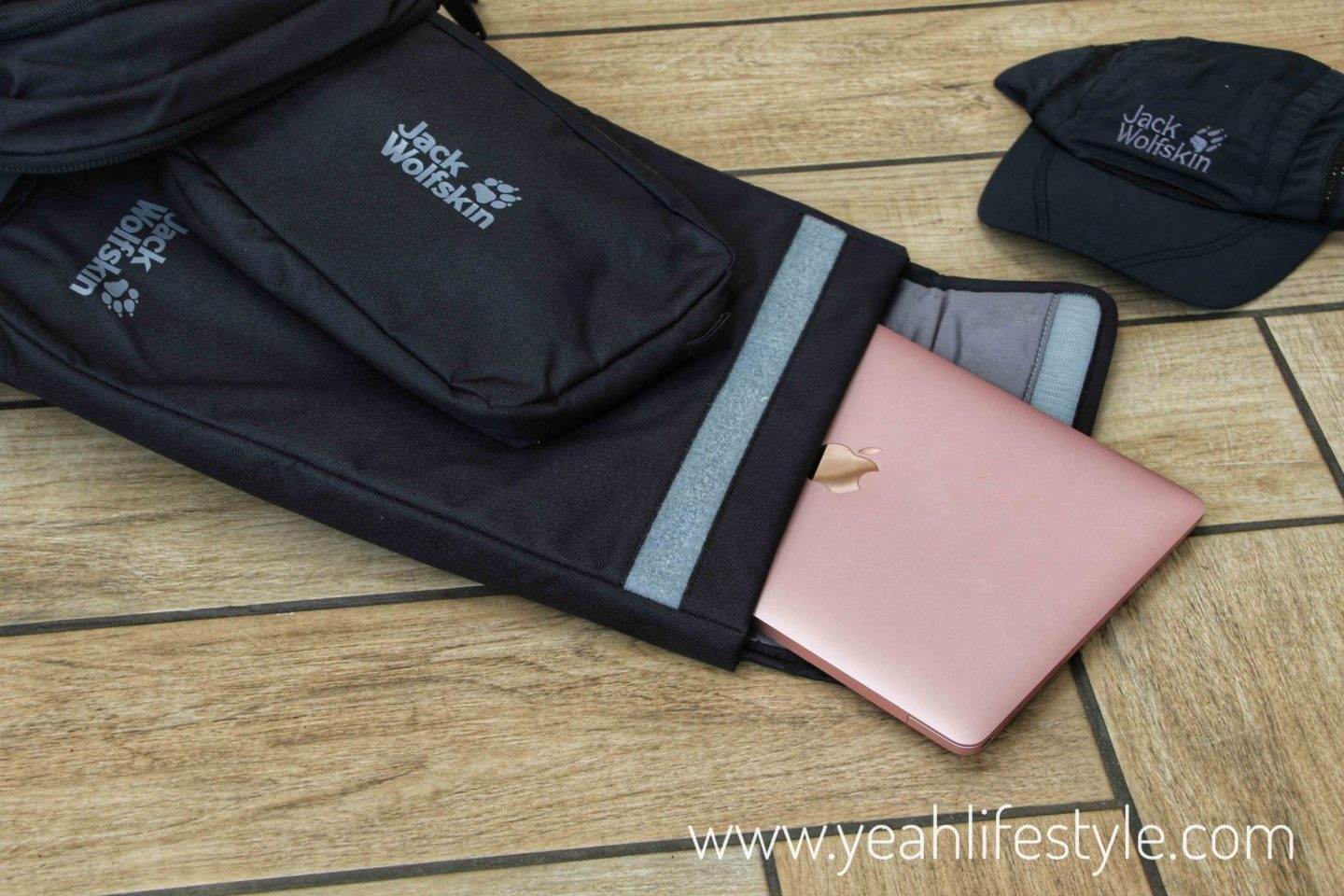 Simply-Hike-Jack-Wolfskin-Rucksack-Vent-Cap-Blogger-Review-Padded-ipad-pocket