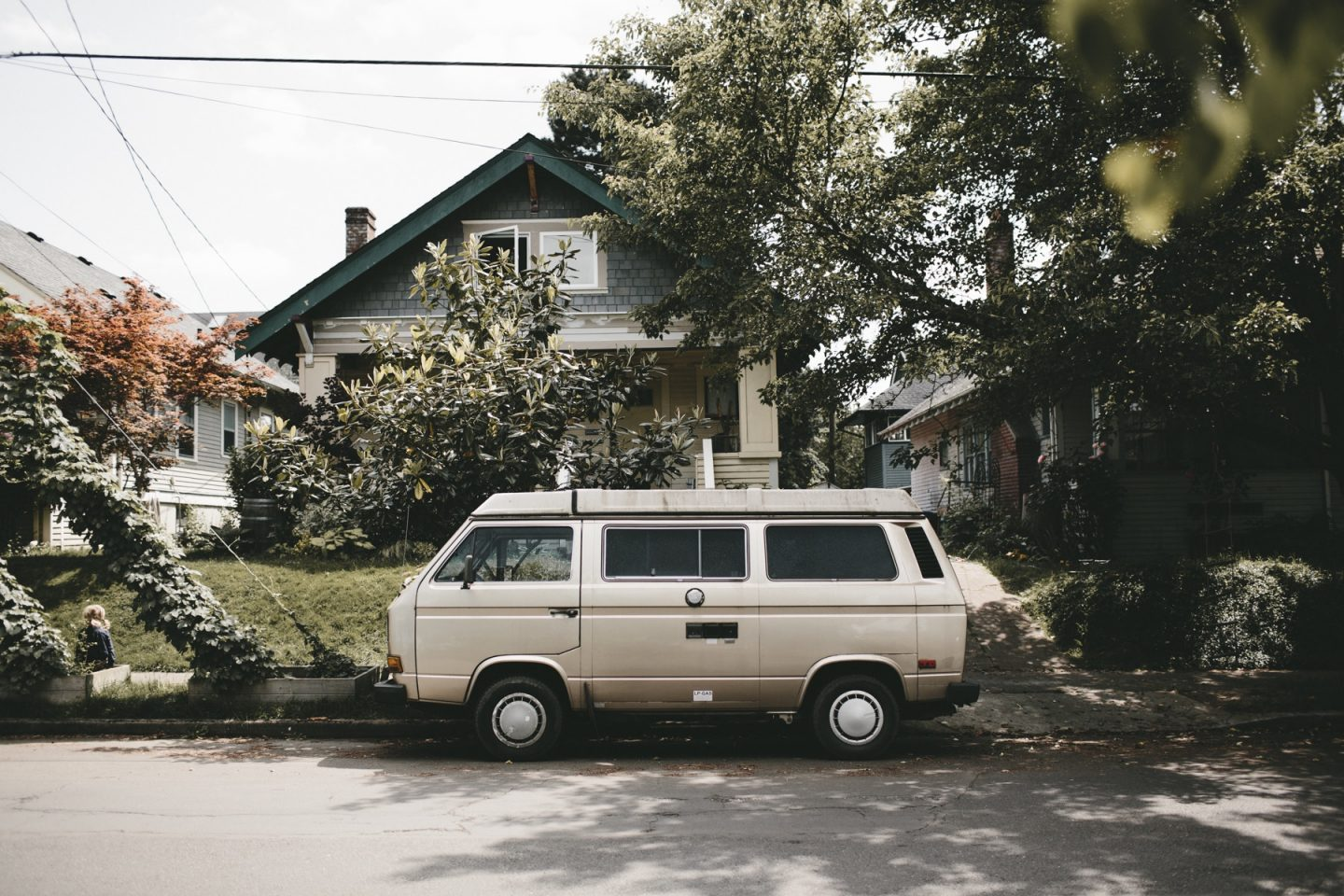 Get-help-when-moving-into-small-flat-man-van-house