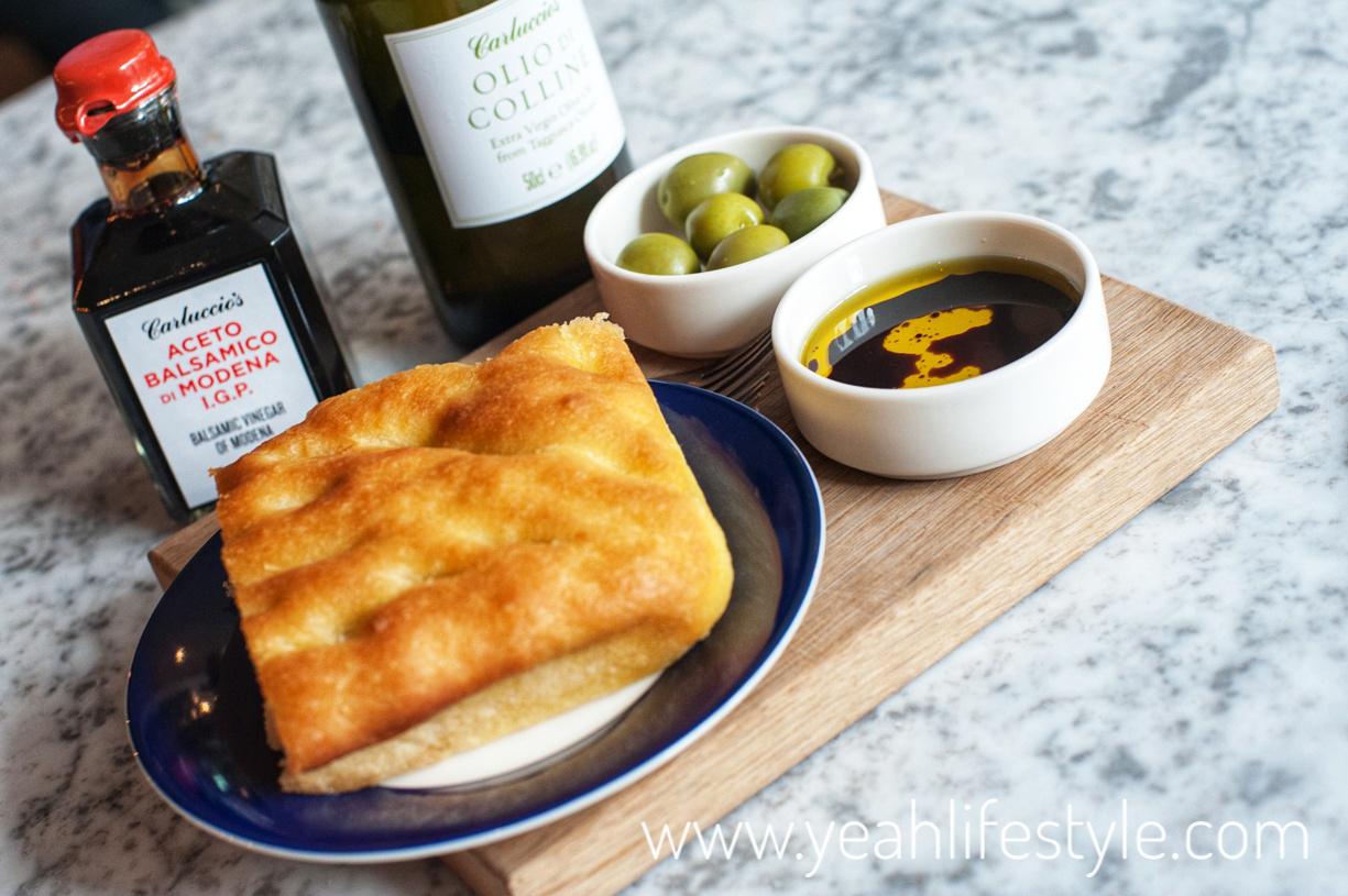 carluccios-chester-cheshire-food-review-blogger-uk-italian-restaurant-focaccia-bread-starter