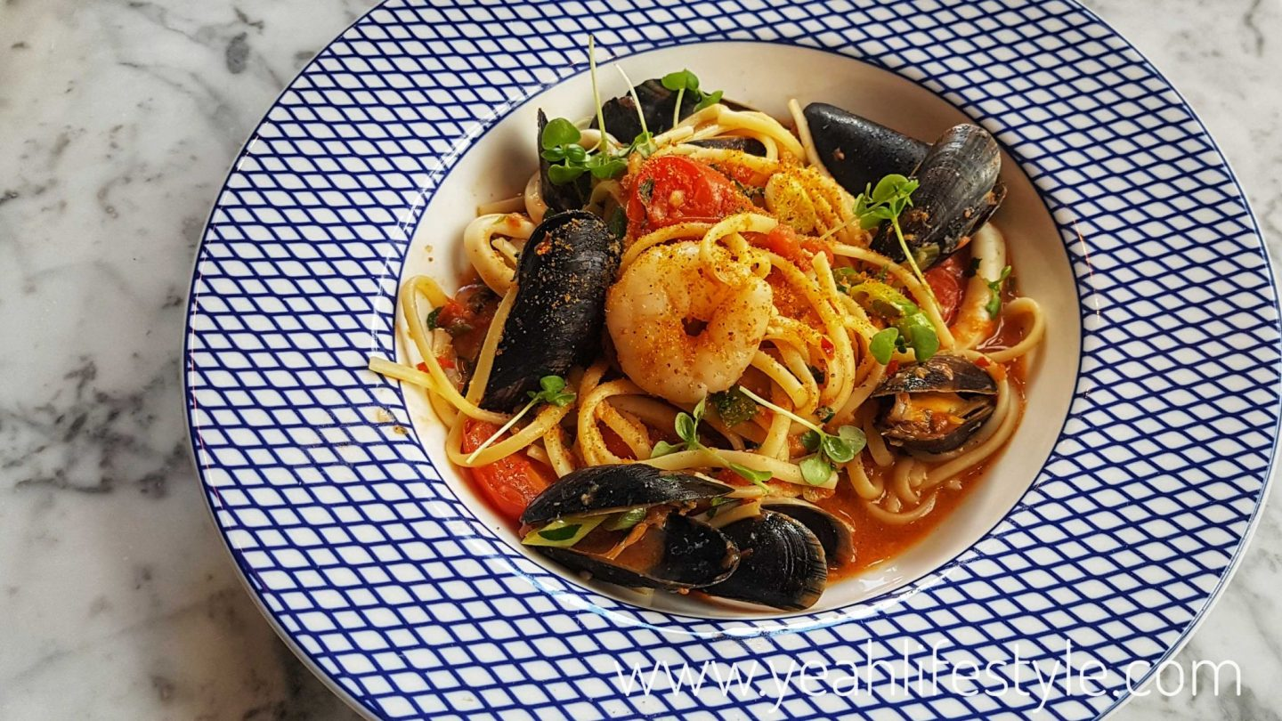 carluccios-chester-cheshire-food-review-blogger-uk-italian-restaurant-seafood-linguine