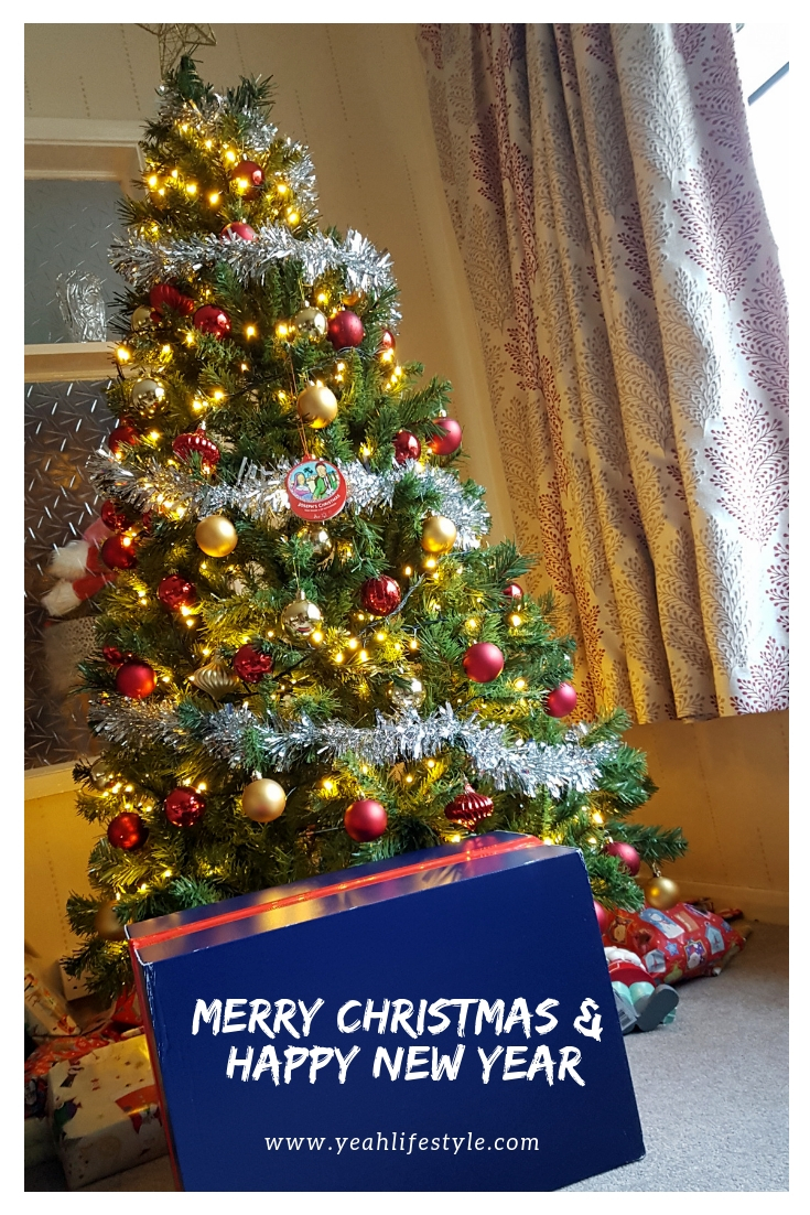 Merry-Christmas-Happy-Nerw-Year-Jet2-Travel-Europe-Market-Tree